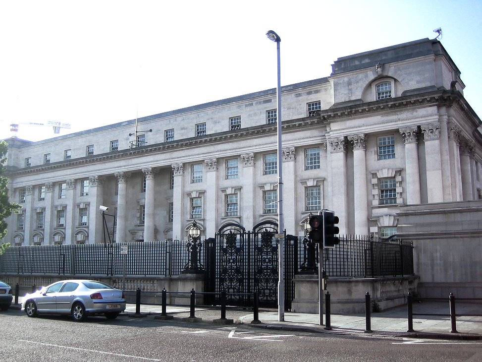 2015 06 16 cropped + lighting Belfast high court by Cathrine Johansson